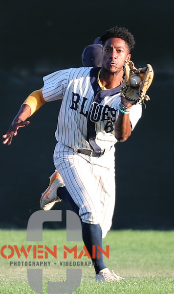 One more pic from #SLOBlues this week. A running catch. #Outfield #Baseball #WoodBats #Tennessee #Vols
