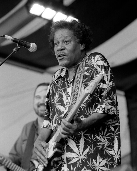 Earl King performs at the New Orleans Jazz & Heritage Festival on May 5, 2000.