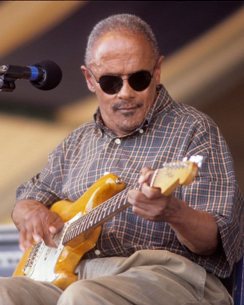 Snooks Eaglin performs at the New Orleans Jazz & Heritage Festival on May 2, 1998.