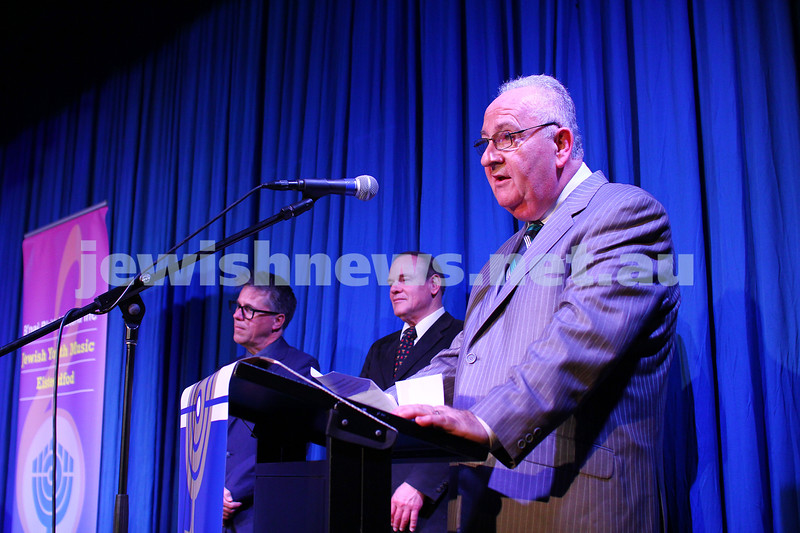6-9-15. B'nai B'rith Jewish Youth Music Eisteddfod. Andrew Kolb, Eisteddfod chair person announcing the prizes.  Finals Concert 2015. Photo: Peter Haskin