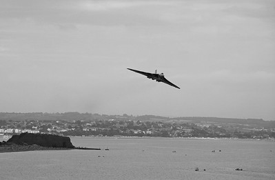 Avro Vulcan XH558 over Dawlish (1)