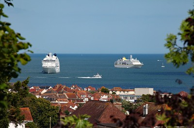 Seabourn Quest and Hamburg in Torbay