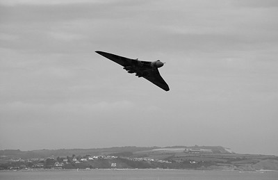 Avro Vulcan XH558 over Dawlish (2)