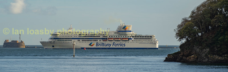 Brittany Ferry's 'Pont Avon' appears in Plymouth sound