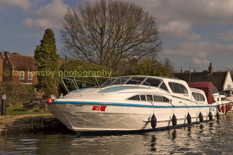 Norfolk broads holiday cruiser