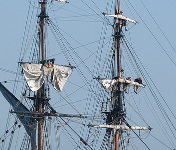 Pulling in the sails on the Lady Washington.