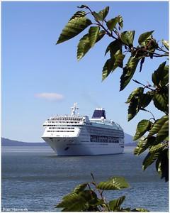 """NORWEGIAN SUN"", a tour ship nearing Wrangell, Alaska, USA.-----""NORSKE SLUNCE"", turisticka lod poblize Wrangellu, Aljaska, USA."