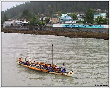 """SPIRIT OF VANCOUVER"", a giant canoe approaching Wrangell, Alaska, USA.-----""SPIRIT OF VANCOUVER"", obri kanoe dorazejici do Wrangellu, Aljaska, USA."