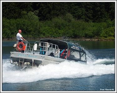 """THRILLING EXPERIENCE"", Alaska Waters Chutine Warrior doing 360 degree turn at high speed.Stikine river, Alaska, USA.-----""VZRUSUJICI ZAZITEK"", Alaska Waters Chutine Warrior delajici zatacku 360 stupnu za vysoke rychlosti.Reka Stikine, Aljaska, USA."