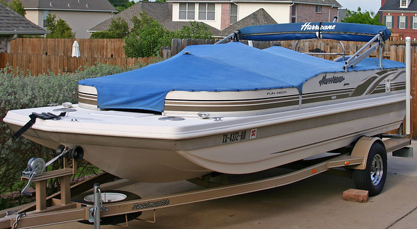 Hurricane Deck Boat 198R with cover.