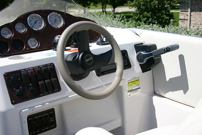 Hurricane Deck Boat 198R console