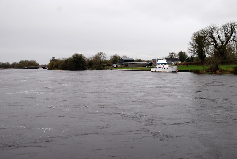 Approaching Meelick Quay from Banagher at approx. 11.10am on Monday 16th November, 2009. Stricken sports cruiser visible against sluices in background at left of photo.