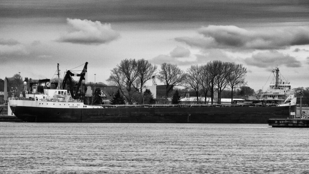 Algocape entering the Michigan Soo, Locks