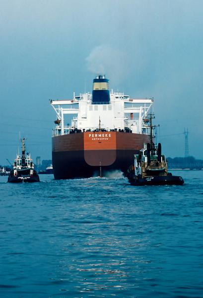 Steendorp - De Permeke heeft de Boelwerf verlaten en vaart richting Antwerpen (10/05/1982)