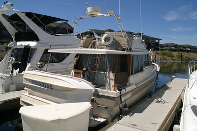 Brent's 32 foot Bayliner MY