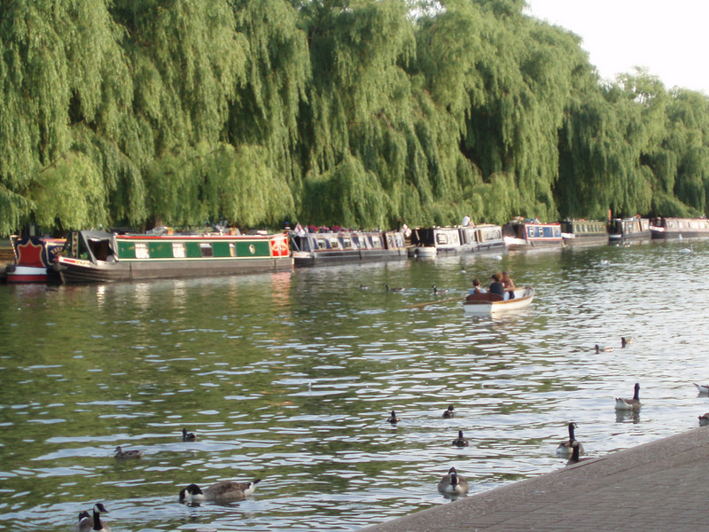 """This picture shows heavy traffic tied up near the Shakespear theatre near Stratford.<br /> <br /> <br /> <br /> <br /> <br /> Check out some links to British canals where taking a week's holiday on a canal is quite the thing to do. Or do your own search on """"Canals in England""""<br /> <br />  <a href=""""http://en.wikipedia.org/wiki/Canals_of_Great_Britain"""">http://en.wikipedia.org/wiki/Canals_of_Great_Britain</a><br /> <br />  <a href=""""http://www.transitionsabroad.com/publications/magazine/0111/cruise_englands_canals.shtml"""">http://www.transitionsabroad.com/publications/magazine/0111/cruise_englands_canals.shtml</a><br /> <br />  The Falkirk Wheel, or """"ferris wheel for boats"""" in Scotland is particularly fascinating!  View it at <br /> <br />  <a href=""""http://www.undiscoveredscotland.co.uk/falkirk/falkirkwheel/index.html"""">http://www.undiscoveredscotland.co.uk/falkirk/falkirkwheel/index.html</a>"""