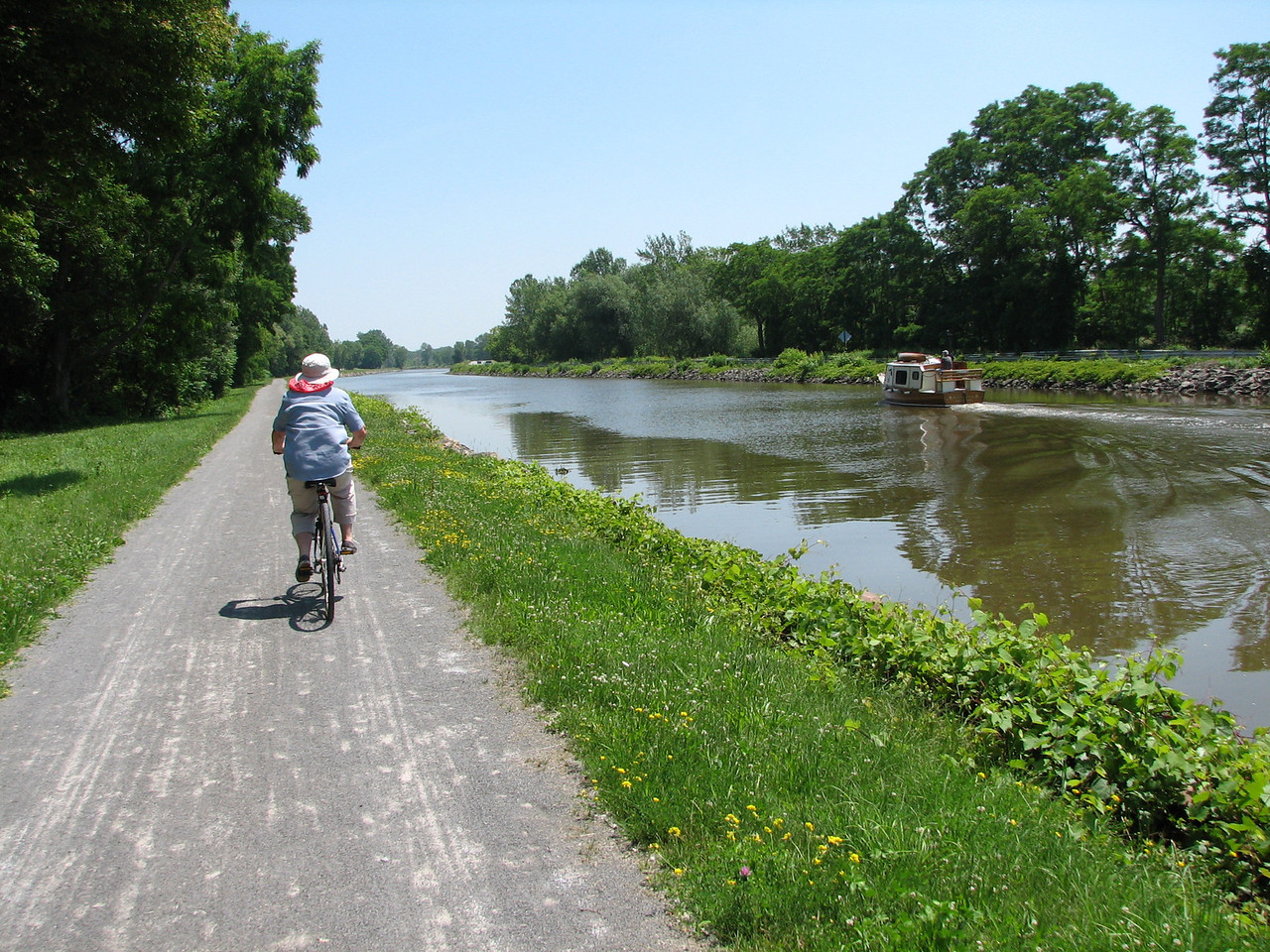 The day was sunny but very comfortable temperatures, and so Linda and Don decided to use our bikes on towpath which runs by the canal.  The towpaths are popular with bikers and walkers, and in fact, there was more traffic on the path than on the canal.  The path is fine gravel or even paved in many spots, but very easy to ride on. <br /> <br /> Linda peddles to catch up to the BPE.