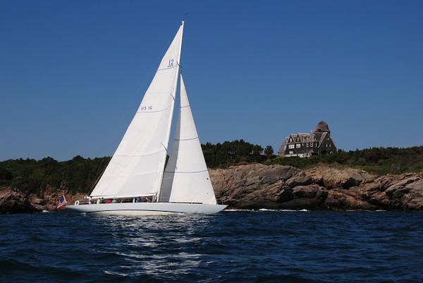 "Columbia sailing in Newport Harbor (Source: <a href=""http://12meterchartersnewport.blogspot.com/2013/05/12-meter-sailing-newport-ri-making-video.html"">http://12meterchartersnewport.blogspot.com/2013/05/12-meter-sailing-newport-ri-making-video.html</a>)"