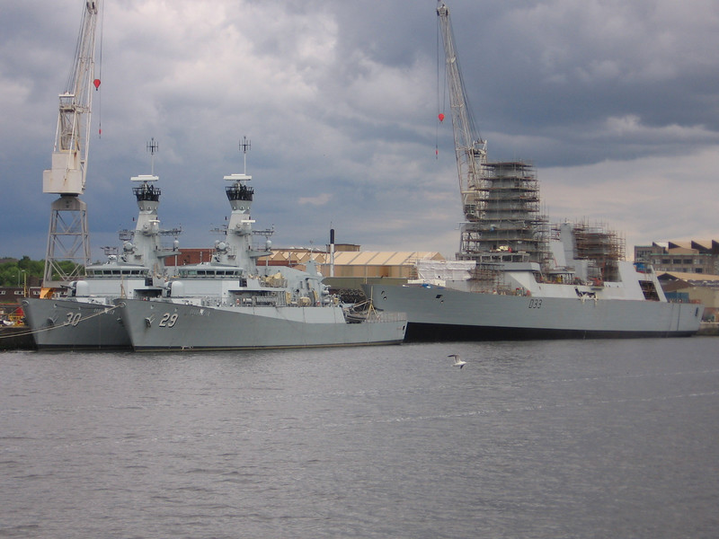 HMS DAUNTLESS (D33) with two of the patrol boats that the Sultan of Brunei doesn't want anymore...<br /> 17th June 2007.