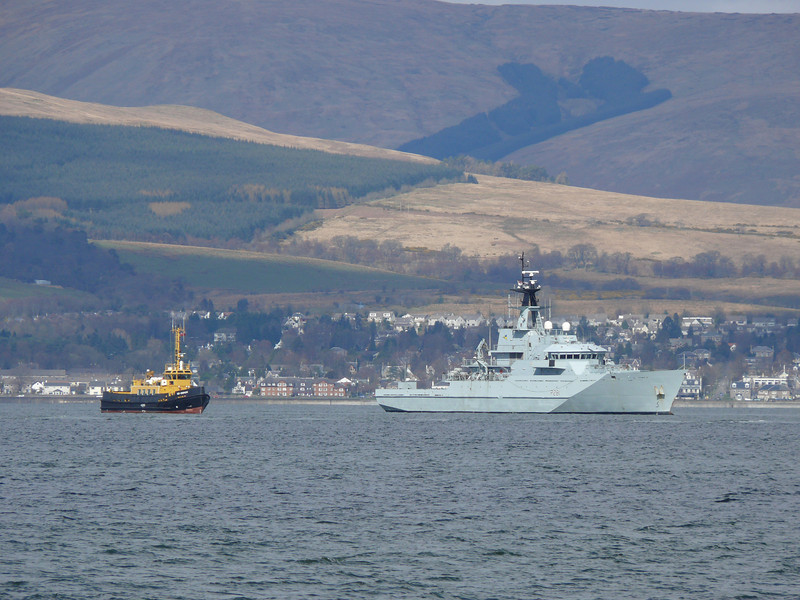 SD OMAGH and HMS TYNE (P281) off Greenock Esplanade.<br /> 10th April 2008