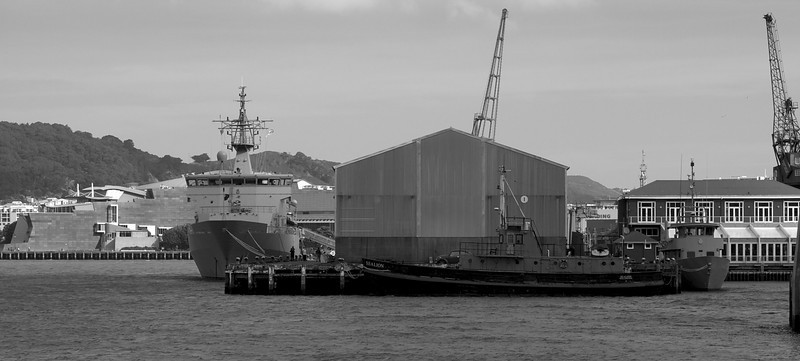 HMNZS Wellington fm a Distance V2 26 Sep 2010