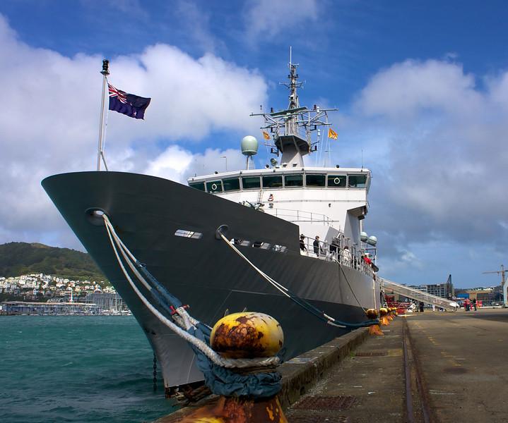 HMNZS Wellington Sep 2010 Bow