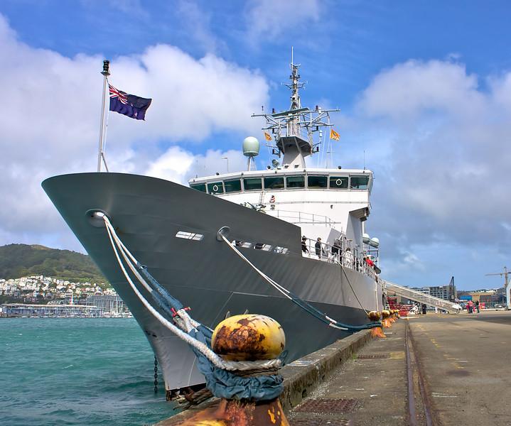 HMNZS Wellington Sep 2010 Bow (0)