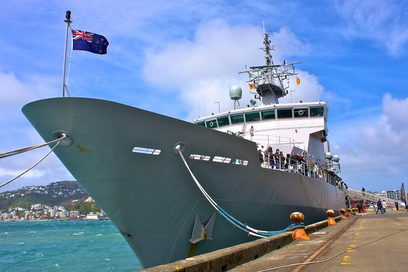 HMNZS Wellington Sep 2010 Bow (1)