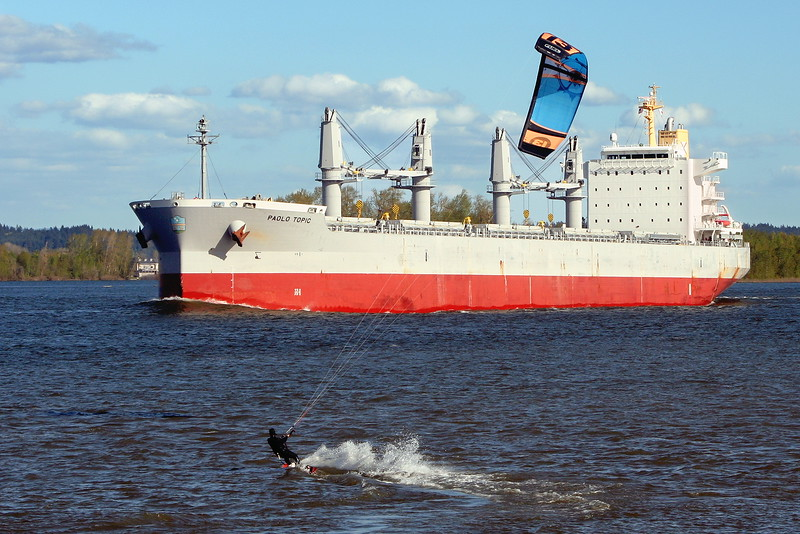 Kiteboarder heading for a closer look at the bulker PAOLO TOPIC