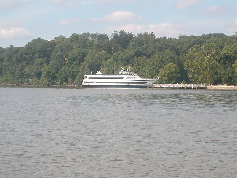 Tour boat at Mount Vernon<br /> 07 Sep 2003