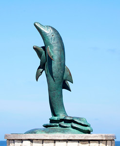 Statue of a similar pair of Dolphins on the Galveston Sea Wall