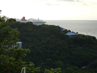 Queen Mary 2 in Tortola