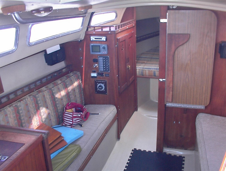 Clean charter boat. Nice.