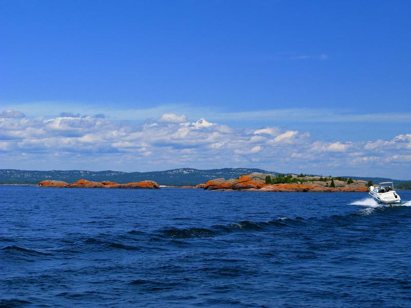 Cruising into the Benjamin Islands.