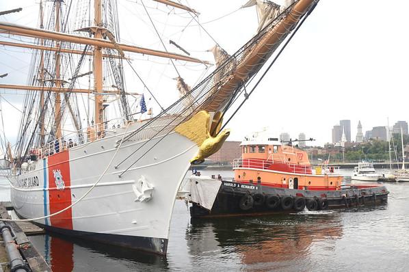 Tug Harold A Reinauer II<br />  ship assist to put to sea