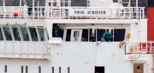 Here we are 3/27/18 at 01:28 hd hrs and here come inbound Thor Achiever. At 189.9 meters we have 207.68 hundred yards or a smigen over 2 football fields.<br /> Songapore flag. Action on the bridge as well as a camio appearance on starbord bridge. Make note of the clam loaders and the gondola someone must sit in to operate.