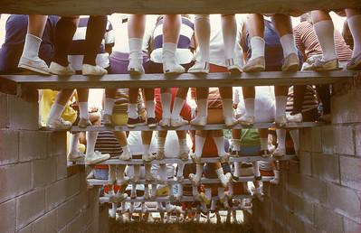 060124   1 Kids Feet
