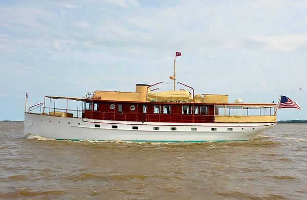 "Trumpy Yacht ""Enticer"""