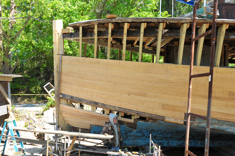 Trumpy Friendship getting a MAJOR overhall of new ribs, new planks, newl LOTS of things in Darien, Georgia 04-16-18