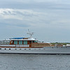 Trumpy Yacht Wishing Star passing Jekyll Wharf 06-07-19