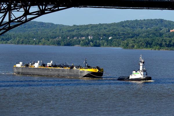 Chesapeake / Double skin 52 Newburgh - Beacon Btidge 7/4/.12 18:28 hd hrs