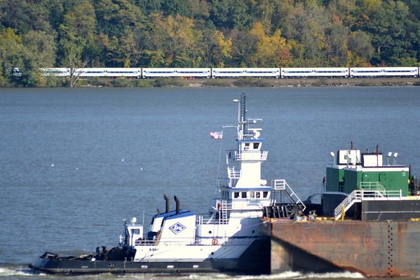 Metro North Beacon NY Kirby Waddell  Sea 10/18/12 Newburgh NY Side 15:16 Hd Hrd