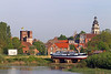 Op de scheepshelling in Rupelmonde, met zicht op Graventoren en kerk.