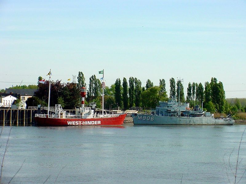"""The lightship """"Westhinder"""" and an old minesweeper (M906 Breydel) in Rupelmonde"""