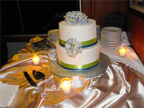 Wedding cake buffet aboard the Walworth.