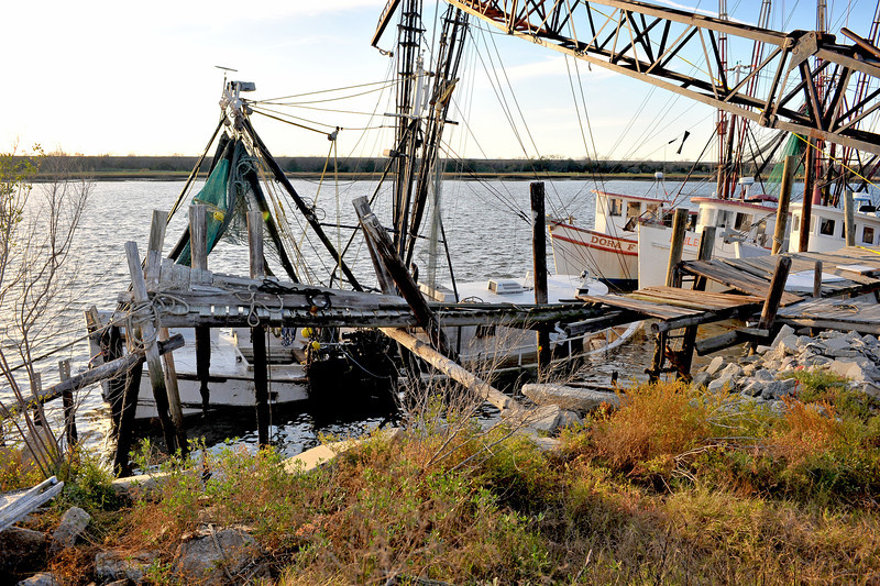 Salvage of the Shrimp Boat Capt. J.W. in the East River in Brunswick, Georgia 12-28-11 and 12-29-11