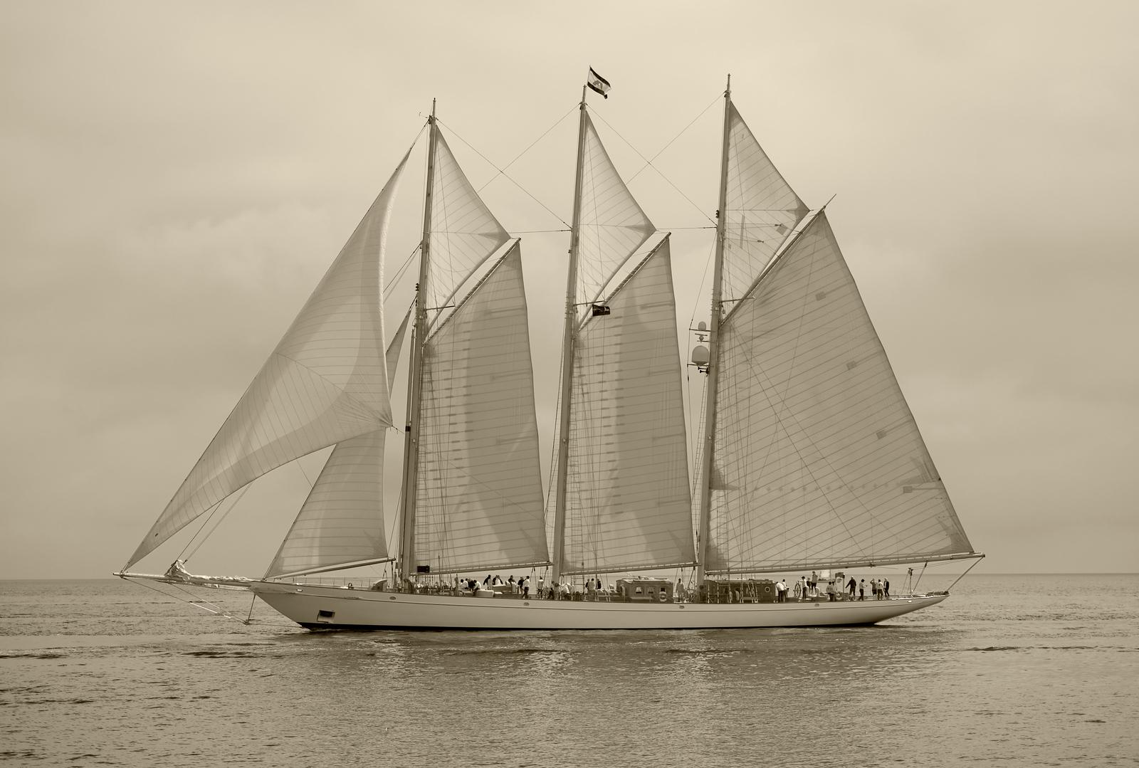 Adix, 65m three masted schooner.