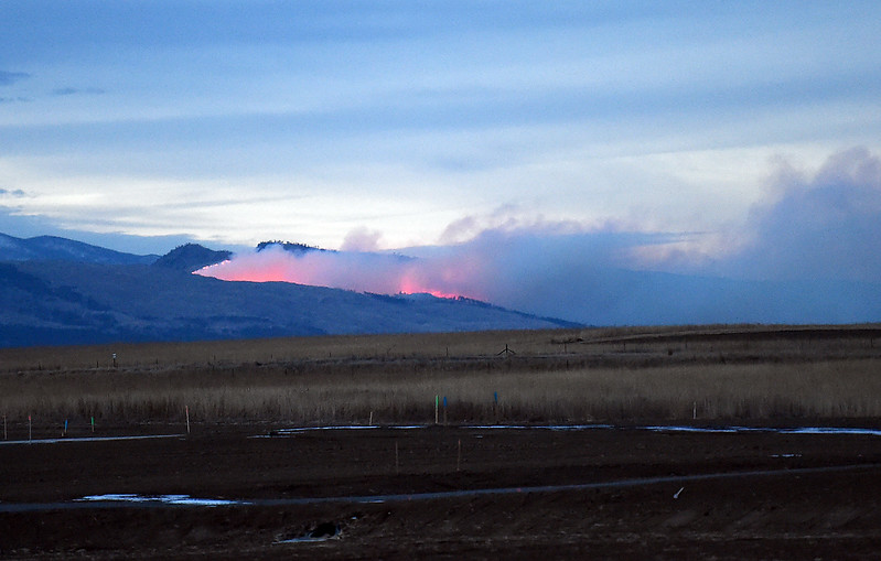 The Bobcat Powerline wildfire, seen from south Loveland, burns an area north of Bobcat Ridge Natural Area west of Loveland on Thursday, Dec. 15, 2016. Early estimates put the fire at 20-25 acres. (Photo by Jenny Sparks/Loveland Reporter-Herald)