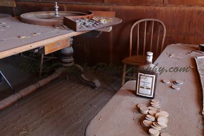 387A8252 Whisky on card table
