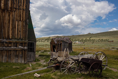 387A0510 Bodie wagon and building